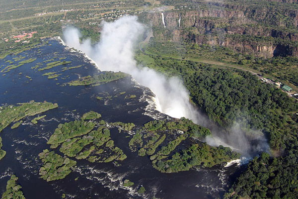 victoria-falls-someone35-attribution-share-alike
